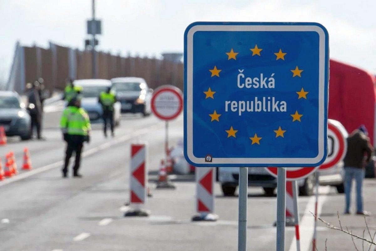У Чехії стурбовані: іноземці приїжджають на роботу з підробленими ПЛР-тестами