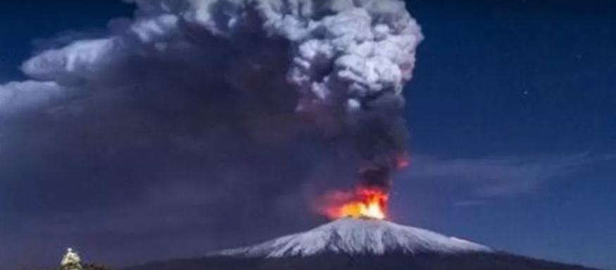 Надзвичайний стан на Сицилії: вулкан викинув по 8 кг попелу на квадратний метр (фото)