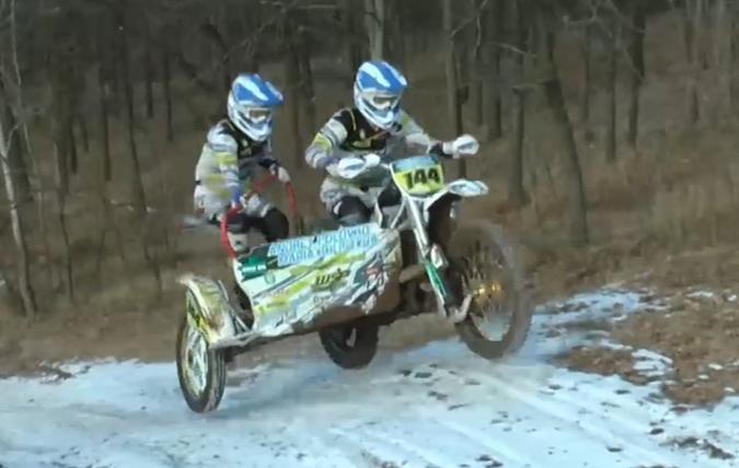 На Харківщині живе вчителька-гонщиця, яка любить швидкість та мототрек (відео)