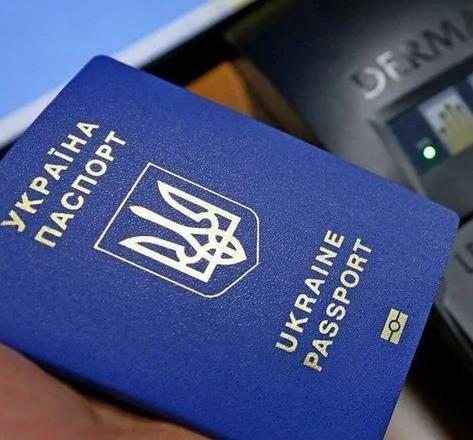 """Зеленський анонсував введення """"COVID-паспортів"""" в Україні: що відомо"""