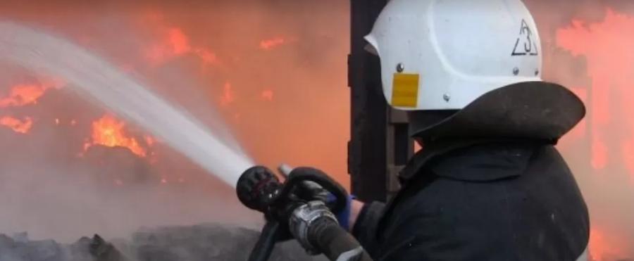 Троє людей згоріли живцем: у Києві спалахнула моторошна пожежа у бані