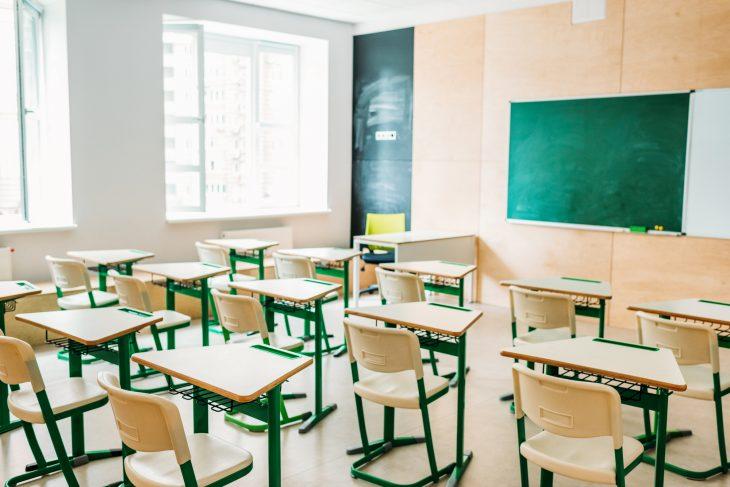 Дистанційка і канікули: як працюватимуть школи в Україні у зв'язку з новим сплеском COVID-19