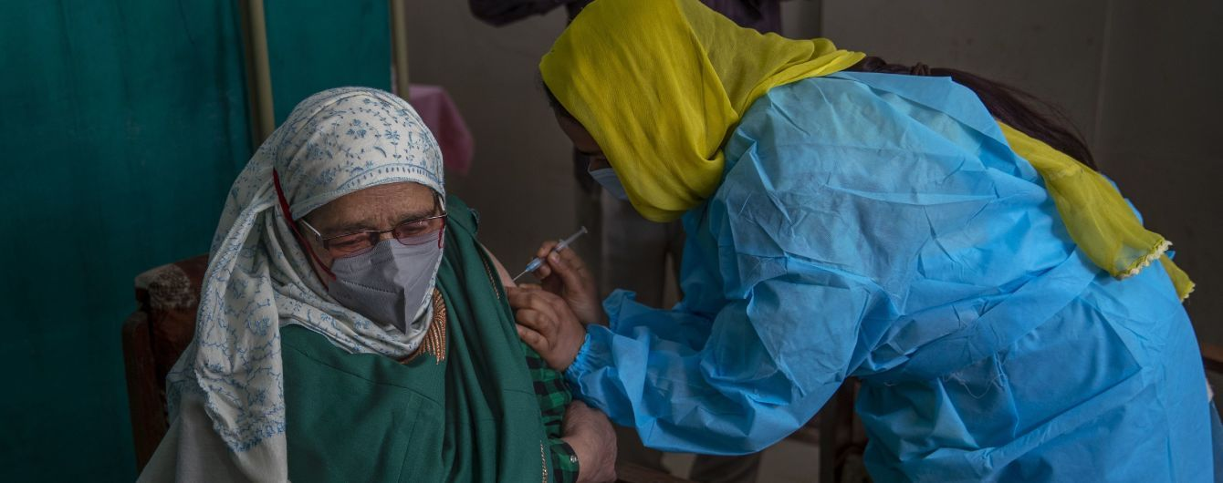 Індія зупиняє експорт препарату Covishield, яким вакцинують українців