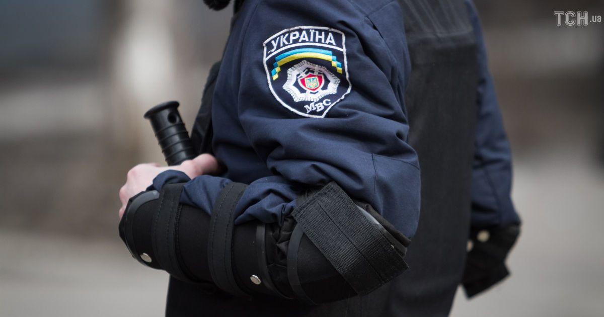 """Хотів """"заспокоїти"""" дітей: у Тернополі чоловік влаштував стрілянину на дитмайданчику"""