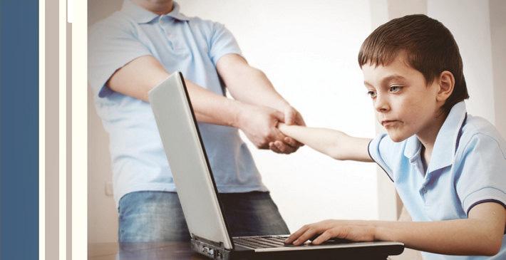 """Діти, які """"сидять"""" у телефоні більш ніж годину на день, мають проблеми в спілкуванні, – вчені"""