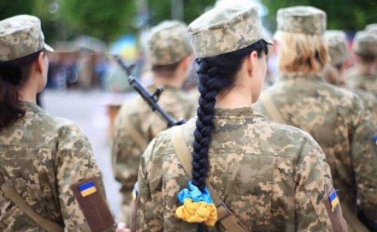Молода військовослужбовиця раптово наклала на себе руки