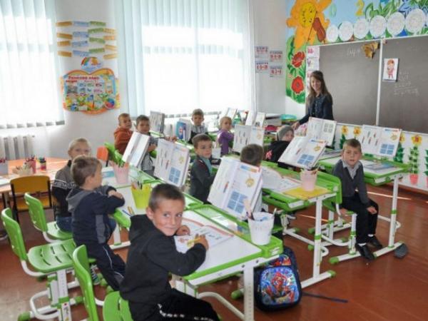 Уроки закінчуються о 21 годині: на Рівненщині – критична ситуація у школі (ВІДЕО)