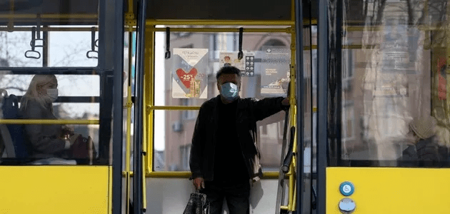 """В Україні у """"червоних"""" зонах можуть змінити роботу громадського транспорту: деталі"""