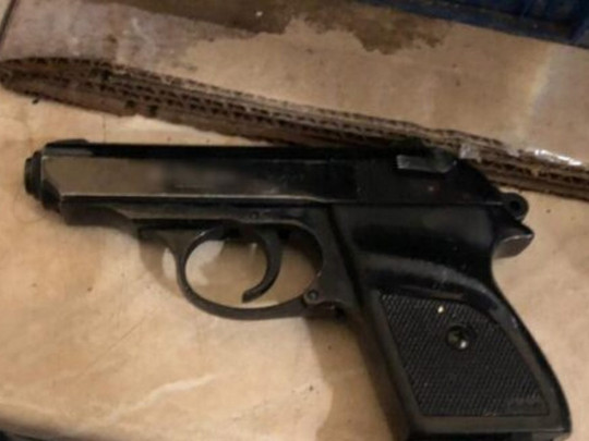 «Пристрелю на місці»: в Одесі батько пацієнтки, що розплакалась, приставив пістолет до скроні лікаря