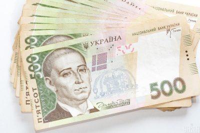 Чиновники з найбільшими в Україні держзарплатами виписали собі величезні премії