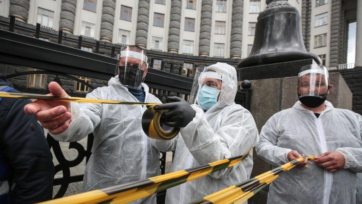 Карантин в Україні: що буде у травні та чи введуть загальнонаціональній локдаун