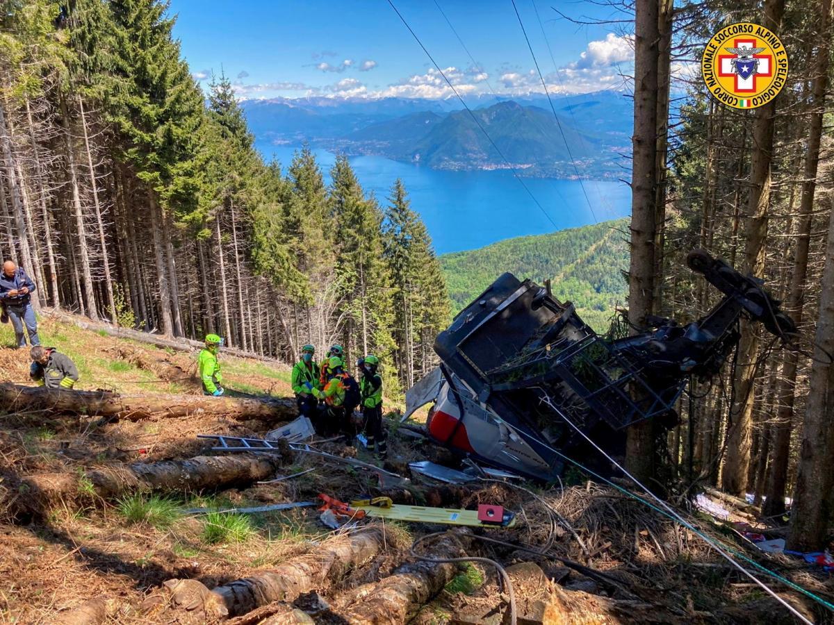 В Італії назвали причину падіння кабіни на канатній дорозі