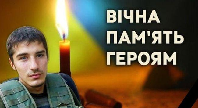 Зі сльозами на очах і на колінах на Рівненщині зустріли тіло військового, який згорів у бліндажі на Донбасі