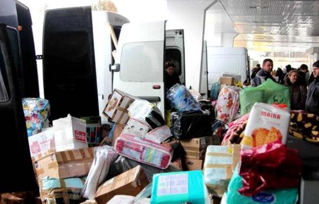 """На кордоні затримали """"італійський бус"""" з посилками на півмільйона гривень: товар вилучили"""