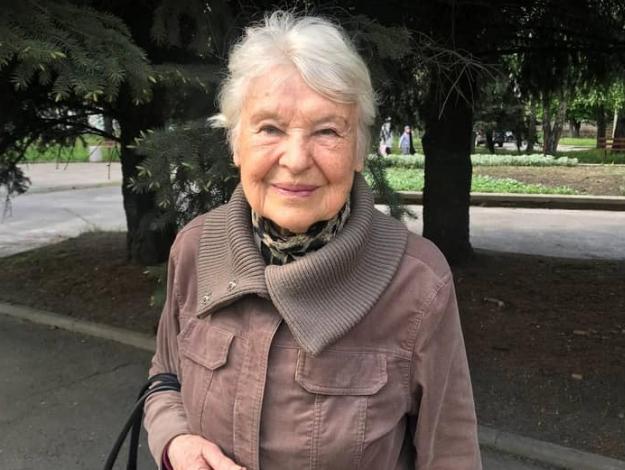 Поки 84-річна педіатр з Рівного боролася з коронавірусом в лікарні, її «подруга» прибрала до рук квартиру
