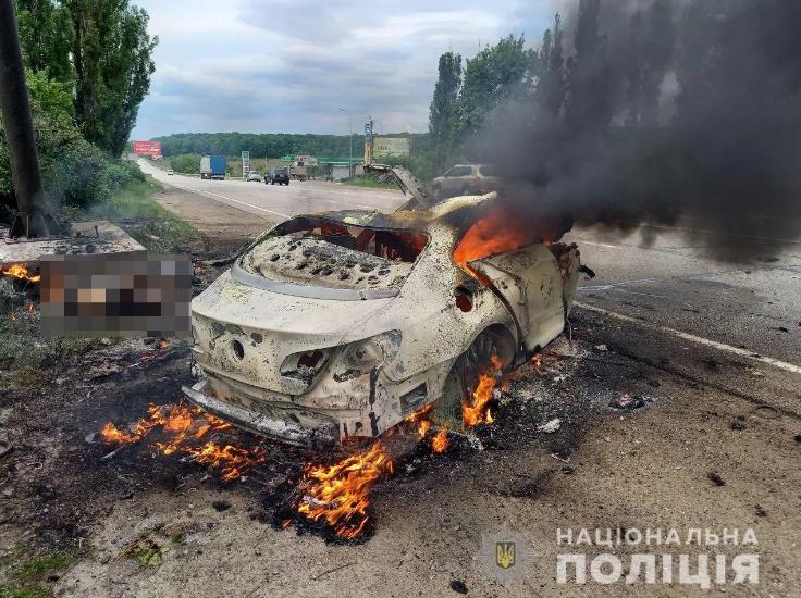 Під Харковом 29-річний чоловік загинув у вогняній ДТП. Фото 18+