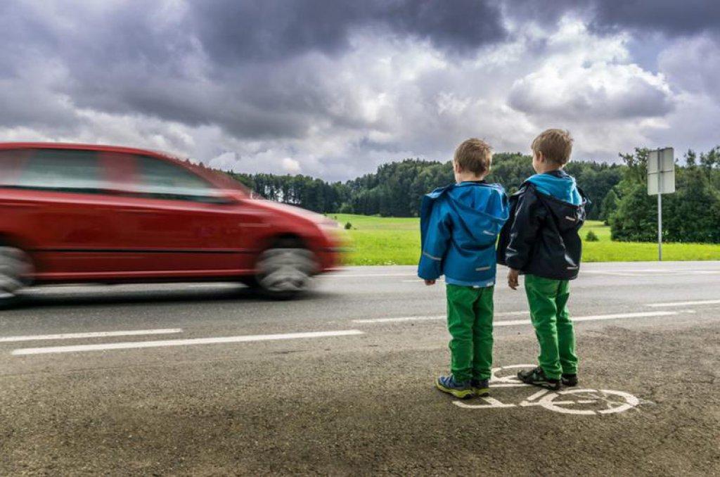 У Львові на пішохідному переході автомобіль збив двох дітей