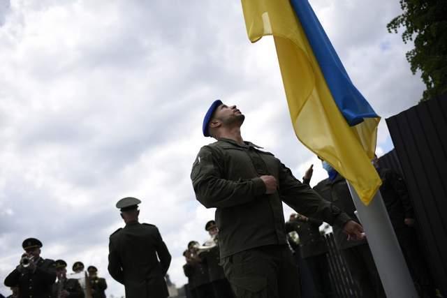 Марків підняв прапор України на Меморіалі Небесної Сотні у Львові: фото, відео