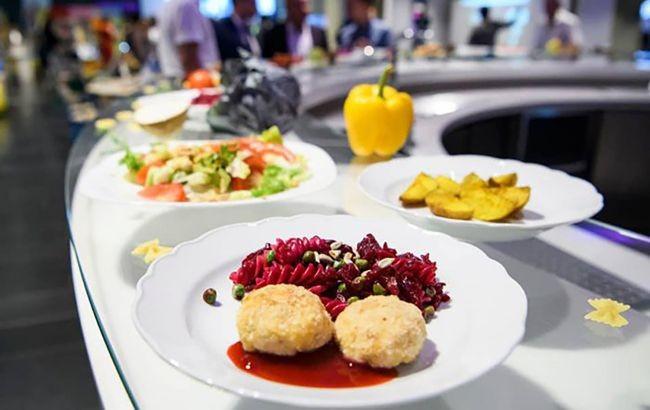 Без ковбас та консервів: українським школярам оновили меню