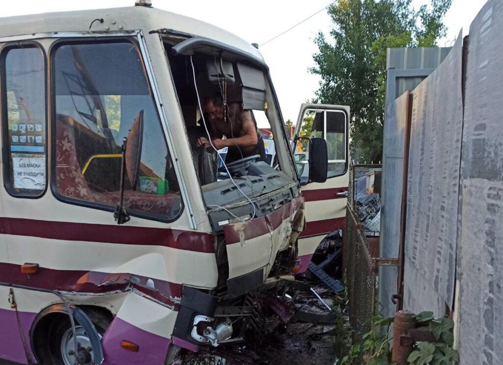 На Закарпатті авто зіткнулось із рейсовим автобусом, є загиблий