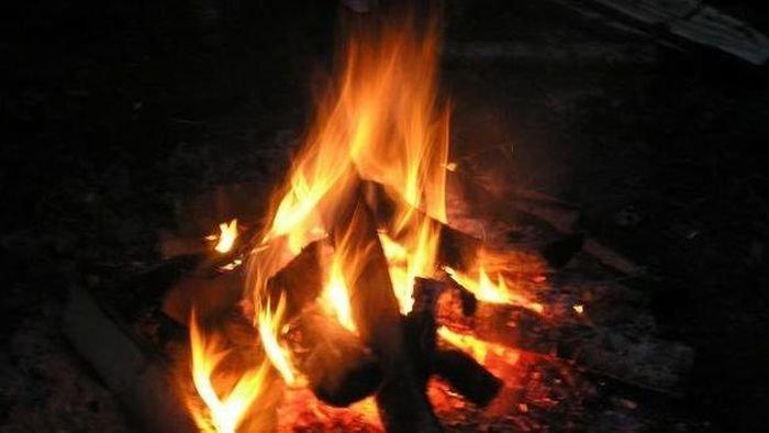 У Дніпрі чоловік для приготування їжі розпалив у квартирі багаття