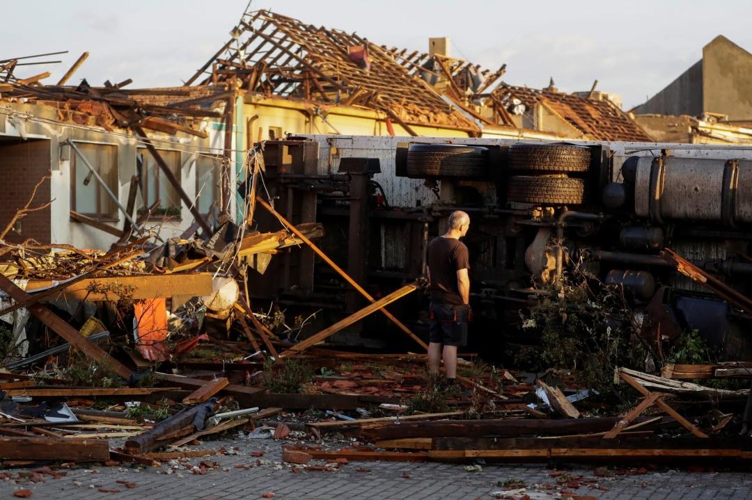 Торнадо в Чехії: сотні постраждалих та зруйновані будинки. Відео