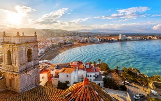 Іспанія відкрила кордони для вакцинованих від COVID туристів