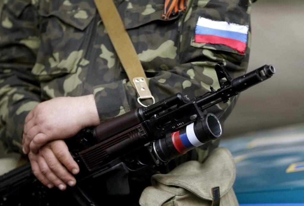 На Донбасі п'яний бойовик розстріляв своїх співслужбовців і вкоротив собі віку