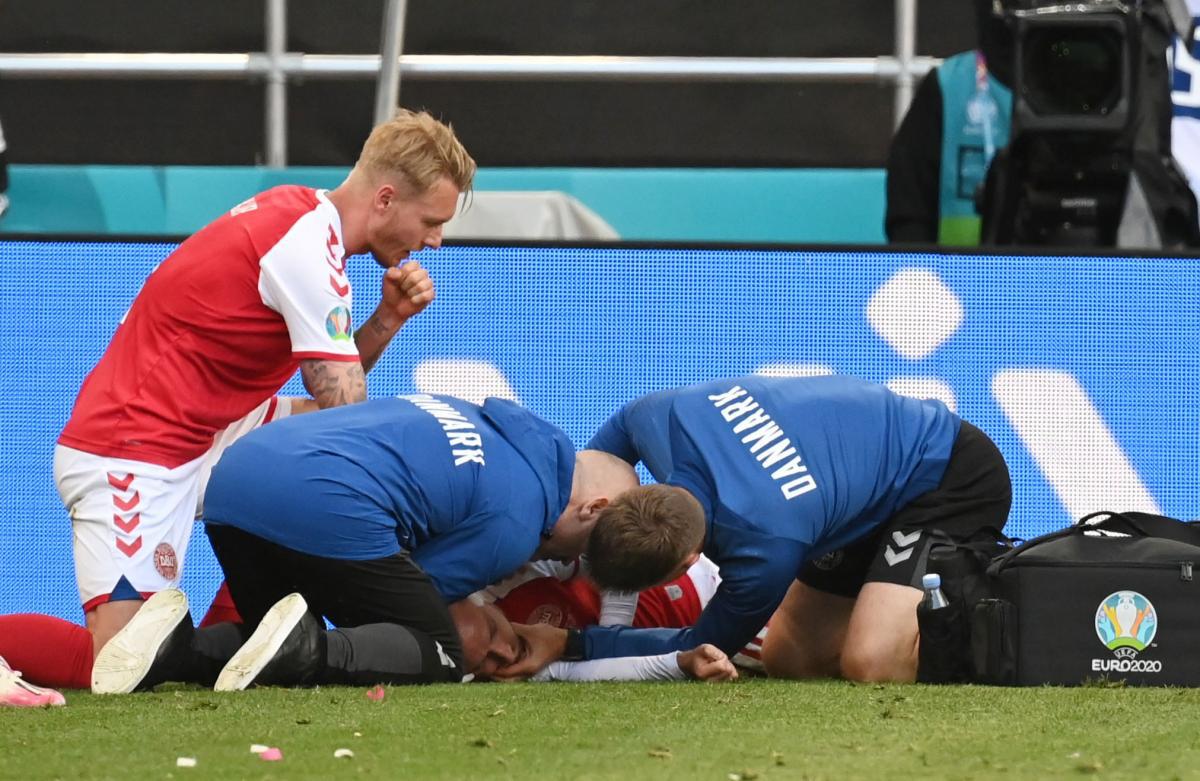 Реанімували серед поля: футболіст збірної Данії знепритомнів під час матчу Євро-2020