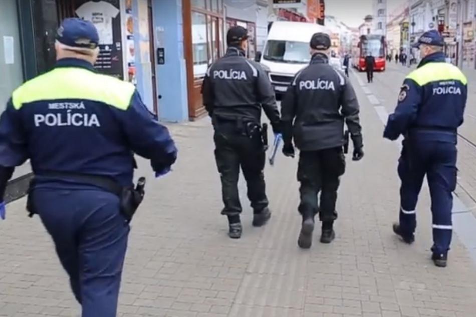 Вигнали і заборонили в'їзд: у Словаччині виявили 11 українців, які незаконно працювали на підприємстві