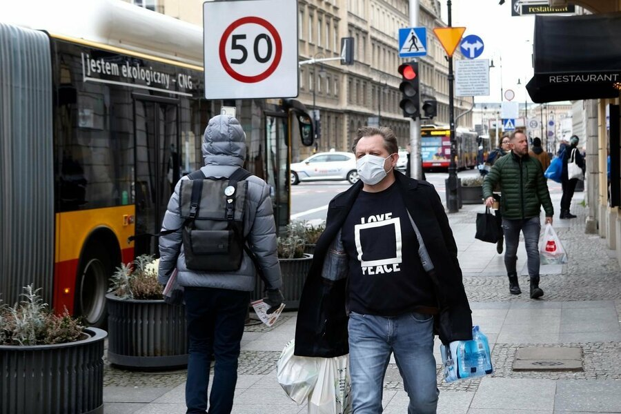 У Польщі пом'якшують карантинні обмеження