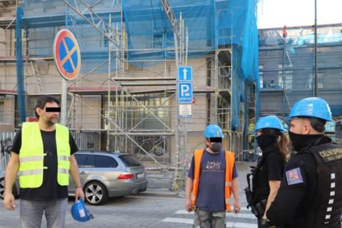 """Масова """"облава"""" в Празі: шукають нелегальних заробітчан (фото)"""