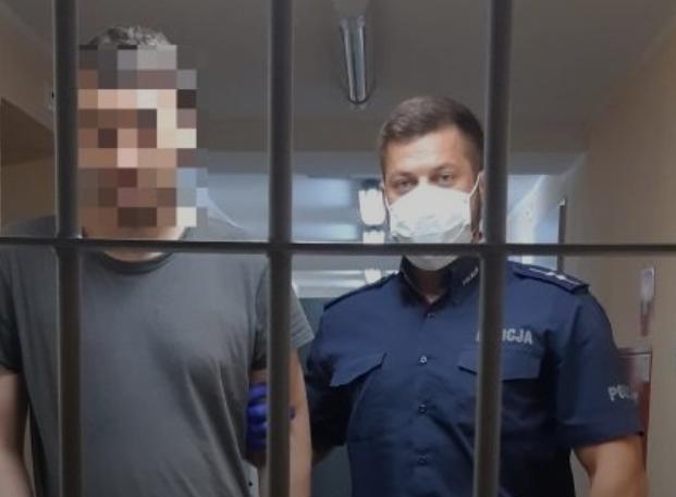 У Польщі заарештували 31-річного українця, який бив і душив матір