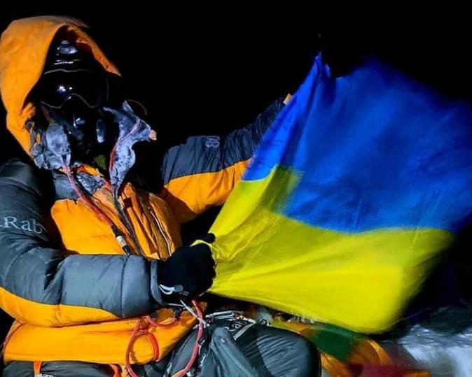 55-річний львів'янин підкорив найвищу гору світу вночі