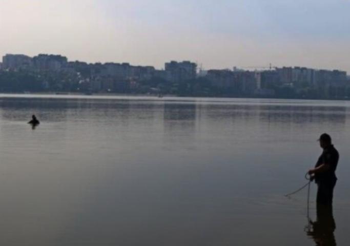 Під час нічного купання у Тернополі втопився 19-річний юнак