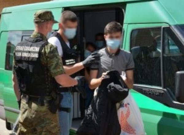 У Польщі затримали двох українців, які нелегально перевозили мігрантів