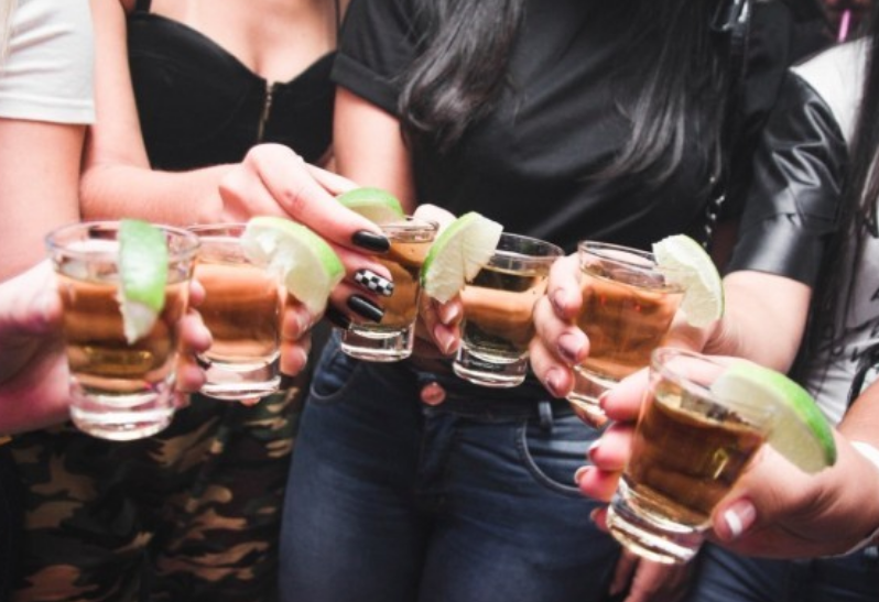 ВООЗ хоче заборонити жінкам репродуктивного віку вживати алкоголь