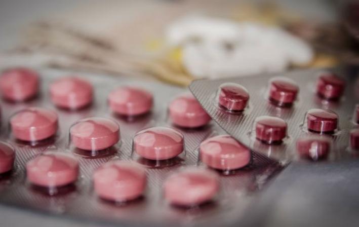 На Дніпропетровщині 12-річна дівчина наковталася таблеток