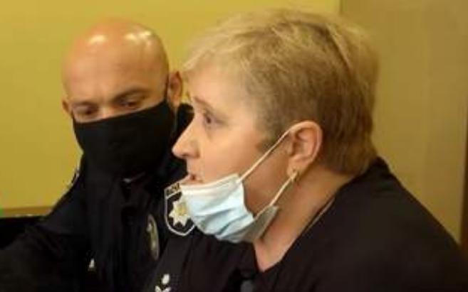 «Будеш писати кров'ю»: у Львівській області звільнили вчительку, яка погрожувала учневі ножем