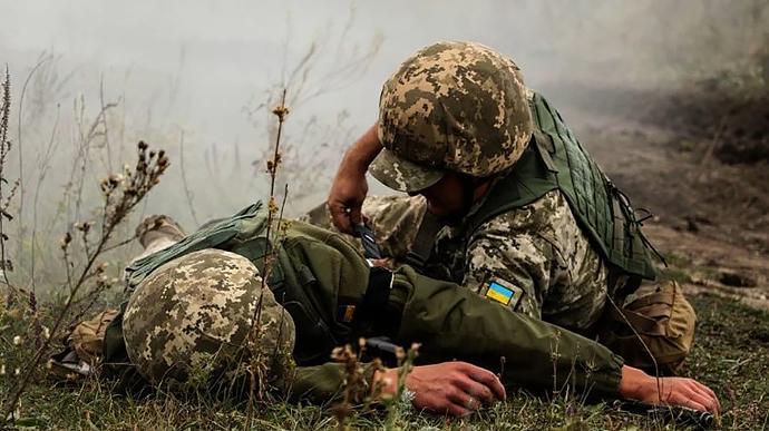 На Донбасі знову поранили українського бійця