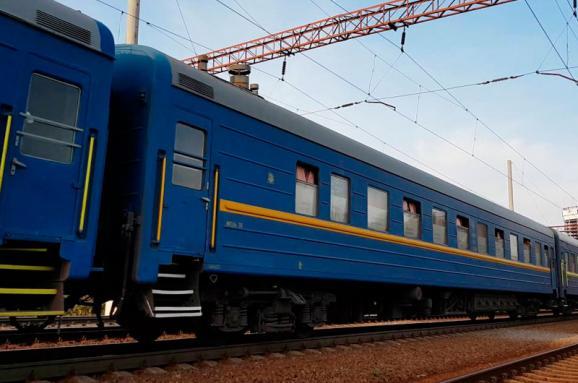 У потязі Рахів – Київ 28-річний пасажир загинув внаслідок падіння з верхньої полиці