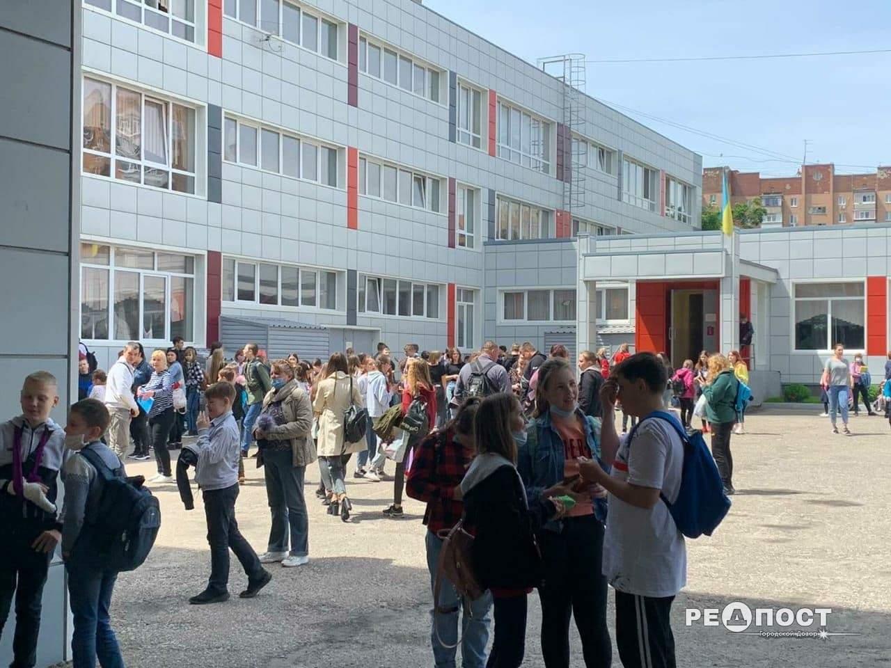Учениця розпорошила перцевий балончик у школі Харкова: евакуювали 750 дітей