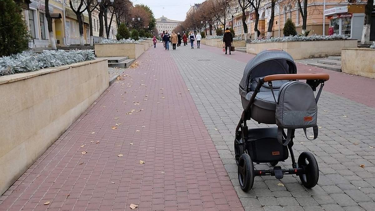 Малюк вилетів, – у Слов'янську водій збив візок з дитиною та втік