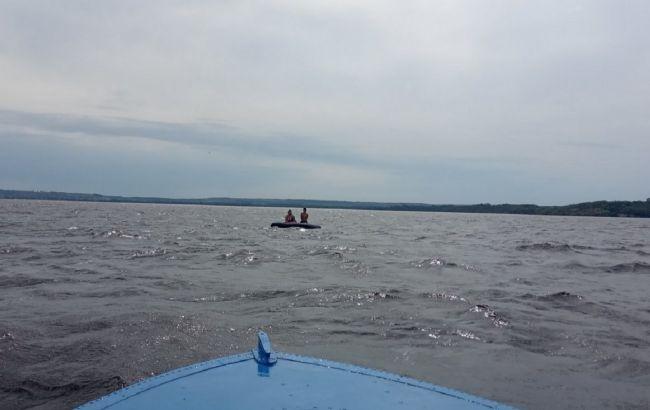 Жінку з дитиною на матраці віднесло на 1,5 км від берега Дніпра