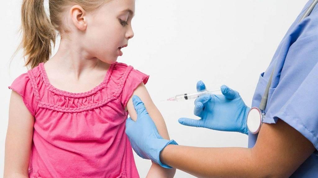 У Польщі від коронавірусу вакцинуватимуть дітей