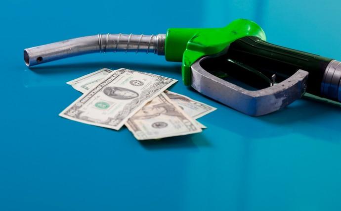 В Україні можуть злетіти ціни на бензин: нафта подорожчає до рекордної за сім років позначки