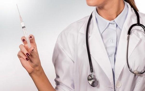 Італія та Франція вакцинуватимуть від коронавірусу підлітків
