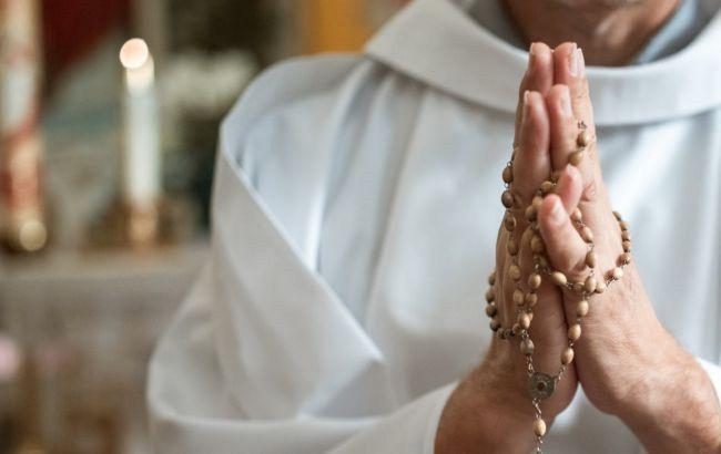 У Греції священник облив кислотою митрополитів під час церковного суду