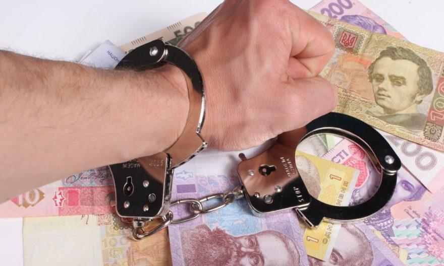 У Черкаській області поліцейський намагався з'їсти отриманий хабар