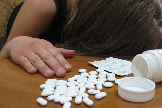 На Дніпропетровщині 15-річна дівчина наковталася таблеток